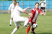 Vedoucí tým fotbalové I. B třídy Borovina–Opatov (ve světlém) měli domácí utkání proti Bedřichovu dobře rozehrané, kdy po půlhodině vedli 2:0, ale hosté gólem do šatny utkání snížili a tím ještě zdramatizovali.