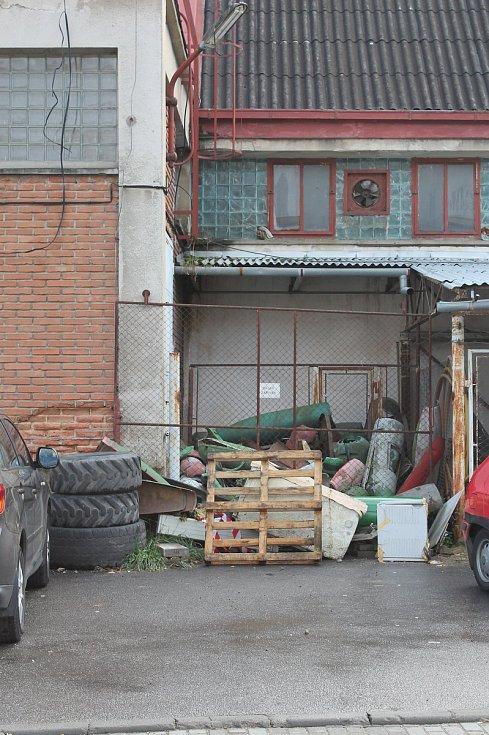 Ošklivá místa v bývalé borovinské továrně na boty v Třebíči.
