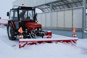 Zimní údržba vrtulníkové základny u Náměště nad Oslavou.