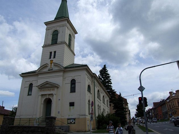 Tato skvostná secesní stavba v Bráfově ulici stojí už celé století. Navrhl ji vídeňský architekt Josef Zlatohlávek, který pocházel z jugoslávského Záhřebu.