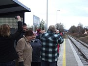 V pátek cvičně zastavil první vlak na nové vlakové zastávce Bohušice na trati 241. Do mapy letos přibyla jako jediná v republice. Stála 4,5 milionu korun a pro ves se 108 obyvateli je malým zázrakem, že se věc podařila.