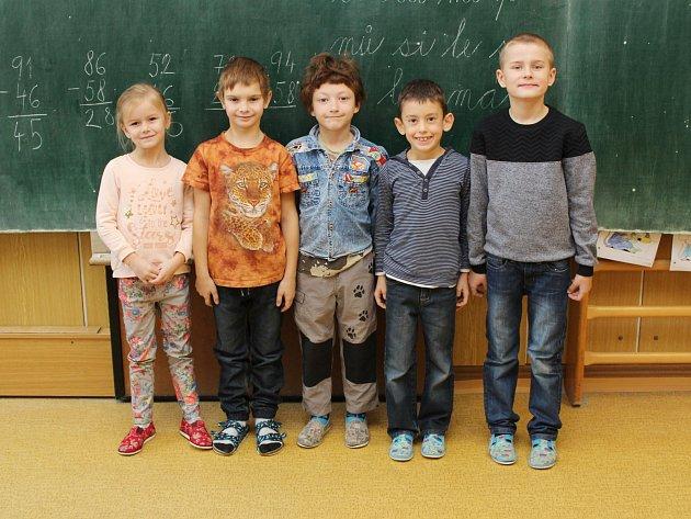 Na fotografii jsou prvňáčci ze Základní a mateřské školy vLipníku.