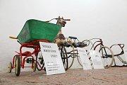 Výstava historických tříkolek se sbírky Jiřího Fialy v Náměšti nad Oslavou.