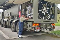 Nové cisterny mají kapacitu až sedmnáct tisíc litrů. Převážet budou letecké palivo.