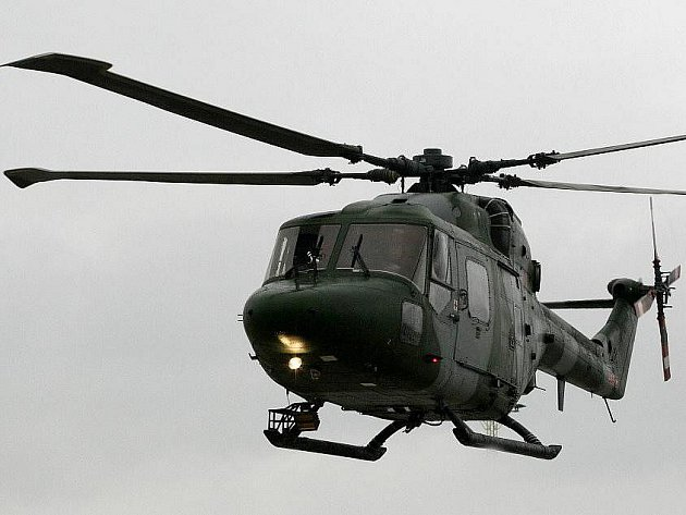 Armáda je v pohotovosti. Nabízí pomoc 800 vojáků. Sympatické gesto učinili Britové, kteří se až do pátku účastní vojenských manévrů Flying Rhino.  Nabídli do záchranných akcí tři své vrtulníky typu Lynx s nočním viděním.
