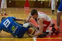 Basketbalové utkání mezi TJ Třebíč a BBK Blansko.
