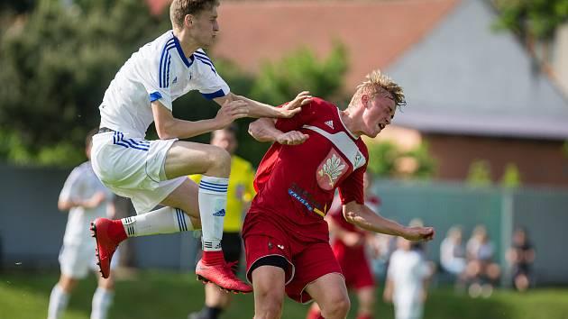 Fotbalové utkání mezi FC Velké Meziříčí B a SK Huhtamaki Okříšky. Ilustrační foto.