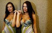 Zkouška garderoby připravené na prestižní mezinárodní soutěž krásy Miss Universe zdílny návrhářky JanyBerg.