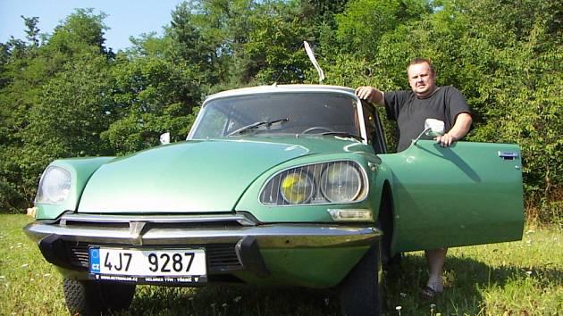 Vůz Citroën DS 1971 je známý z francouzských filmů o Fantomasovi.