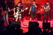Známá punk rocková kapela Tři sestry zahrála v Kulturním domě v Trnavě u Třebíče. Než však Tři sestry zahrály vystoupila již tradičně pražská kapela M.Z.H.