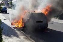 Požár osobního auta v Třebíči.