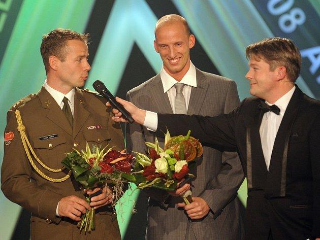 Celkem třikrát se objevil Petr Svoboda na podiu. Nejdříve si zazpíval duet s Monikou Absolonovou, potom si došel pro ocenění za vítězství v anketě Objev roku a na závěr ještě před diváky předstoupil jako sedmý nejlepší český atlet roku.