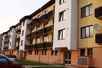 Jemnice chce prodat většinu svých městských bytů. Zastupitelé odhlasovali prodej části z nich v ulici Větrná. Podle starosty Miloslava Nevěčného by mohly být k mání na začátku roku 2017.