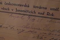 Na výstavě jsou i sto let staré snímky a dokumenty.