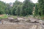 Na trati mezi Krahulovem a Zastávkou u Brna probíhá revitalizace trati. V některých místech koleje úplně chybí.
