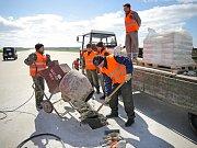 Vzletová a přistávací dráha letiště 22. základny vrtulníkového letectva v Náměšti nad Oslavou je tento týden mimo provoz. Důvodem je její plánovaná oprava.