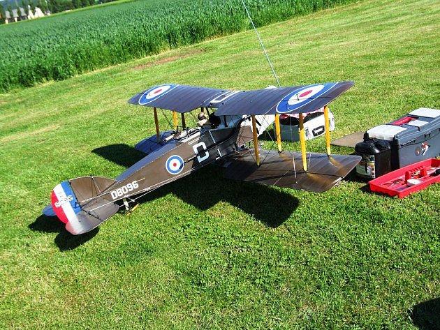 U Stříteže soutěží modely rádiem řízených letadel.