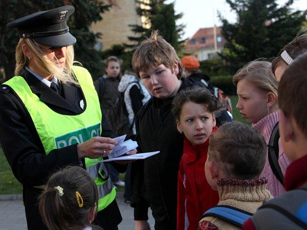 V úterý uspořádali v Třebíči a Moravských Budějovicích preventivně bezpečnostní akci nazvanou Zebra se za tebe nerozhlédne.