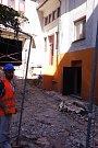 Přestavba sto let starého kina Moravia v Třebíči na komunitní centrum je v plném proudu. Hotová má být v srpnu 2019.
