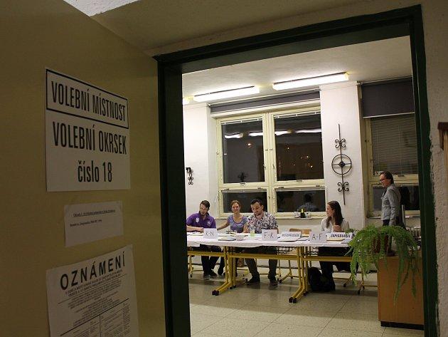 Volební okrsek číslo 18 v Třebíči.