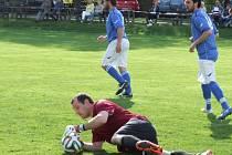 Na penaltový rozstřel došlo v Březníku, odkud odjíždí jen s jedním bodem Třebenice (brankář Aleš Nykl).