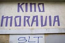 Současná podoba budovy kina Moravia. Její opravy by měly začít v únoru. Hotovo má být do roka.
