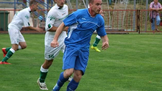 Derby dvou jistých z I. B třídy sestupujících týmů Přibyslavic a Starče (v modrém) skončilo nerozhodně.
