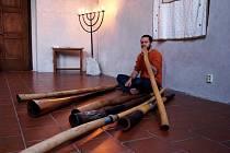 Ondřej Smeykal zahrál na didgeridoo.