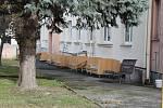 Zde se v Třebíči bude stavět nový domov pro seniory, Původní budovy kraj nechá zbourat, až jejich provozy bude možné přestěhovat do nového.