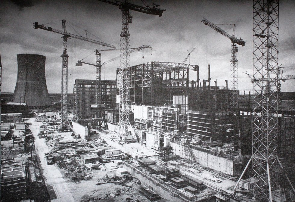 Výstavba dukovanské jaderné elektrárny.