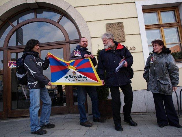 Demonstrace před třebíčskou radnicí