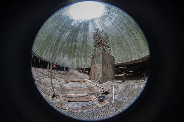Chladicí věže Dukovan dostávají nové vnitřní vybavení. Nové konstrukce ze sklolaminátů nahrazují původní dřevěné vybavení.