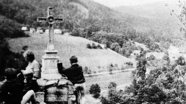 Pamětníci vzpomínají na výlety do údolí řeky Jihlavy například u Skryjského mlýna (na snímku). Čistá řeka protékala mezi skalními stěnami nedotčenou přírodou oživenou několika mlýny.