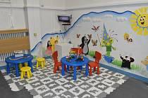 Návštěvní místnost pro odsouzené ve věznici v Rapoticích nově doplňuje dětský koutek.