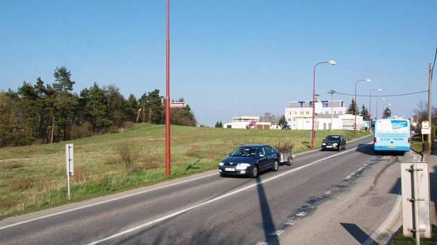 V Třebíči-Borovině za benzinovou pumpou měl stát supermarket. Ale nejspíš nebude.