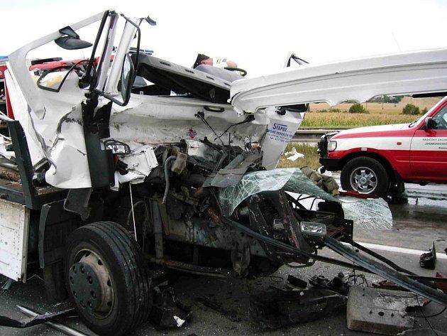 Z tragické nehody na dálnici u Velké Bíteše.