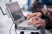 Nové měřiče radioaktivity, součástí je i počítačový program.