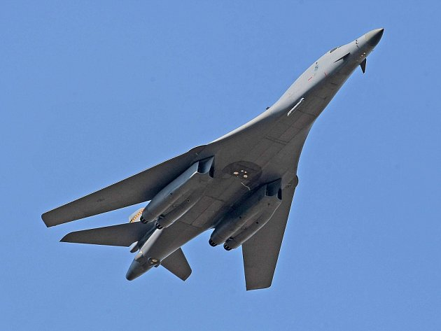Nadzvukový strategický bombardér B-1B nacvičoval nad náměšťskou základnou takzvanou demonstraci síly.