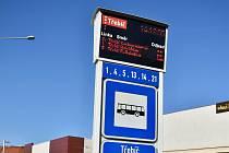 Na podzim začnou na zastávkách po Třebíči přibývat elektronické led informační tabule, které ukáží příjezdy a odjezdy jednotlivých linek autobusů.