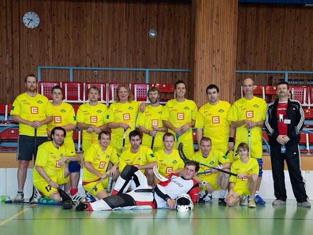 Florbalisté Spartaku Třebíč B na domácím turnaji sice prvenství z minulého ročníku neobhájili, ale vybojovali alespoň třetí místo.