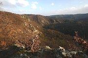 Pohled z Velké skály do údolí.