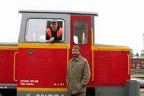 Postavit si vlastní vlakovou soupravu s lokomotivou a dvěma vagony zvládli lidé kolem Martina Kouřila za rok a půl. Vracejí tím život na železniční trať do Jemnice.