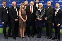 Nově zvolená Rada Kraje Vysočina: zleva Pavel Pacal (STAN-SNK), Josef Pavlík (ANO), Jana Fialová (ČSSD), Jan Hyliš (ČSSD), hejtman Jiří Běhounek (ČSSD), Matin Hyský (ČSSD), Jana Fischerová (ODS), Pavel Franěk (ANO) a Vladimír Novotný (ČSSD).