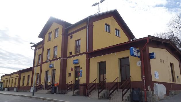 Oprava výpravní budovy na vlakovém nádraží začíná