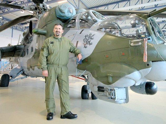 Novým velitelem 22. základny vrtulníkového letectva u Náměště nad Oslavou se stal Petr Čepelka. Velet bude asi tisícovce zaměstnanců. Jejich počet se navíc má už v příštím roce rozšířit o nové piloty.