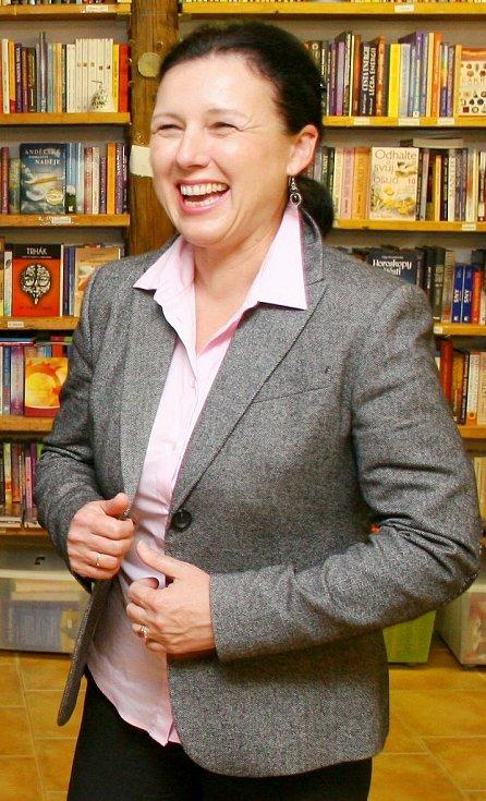 Dobrá nálada nechyběla Věře Jourové ani těsně před volbami, kdy v Třebíči křtila svoji knihu Cesta z panoptika. Popisuje v ní příběh o křivém nařčení z přijetí úplatku a vazbě.