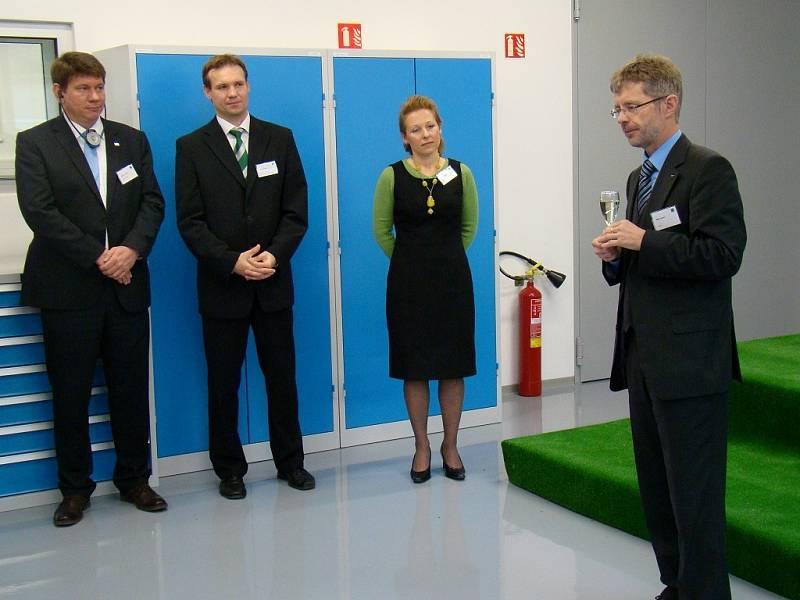 Po zářijovém představení nové výrobní haly se ve čtvrtek slavnostně otevřelo vývojové středisko.
