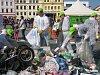 Číst článek: VIDEO: Lidé vyhodí do popelnic vratné lahve i kočárek