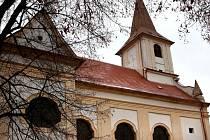 Farní kostel svatého Jana Křtitele opět v celé své kráse zdobí náměstí v Náměšti nad Oslavou.