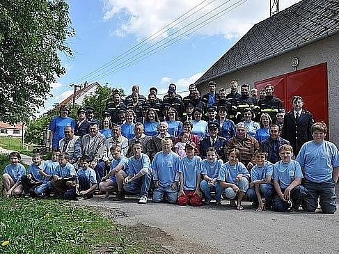 Dnes má sbor 73 členů, z toho 18 žen.  Jsou nejpočetnější a nejaktivnější organizací ve vsi s  třemi stovkami obyvatel. Post hasičského starosty zastává Pavel Bobek.